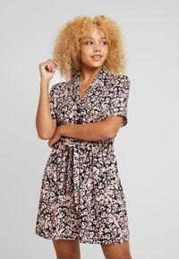 Miss Selfridge Petite - PRINTED RESS - Shirt dress - pink - 0