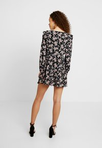 Miss Selfridge Petite - SMOCK PRAIRIE PRINTED DRESS - Robe d'été - black - 3
