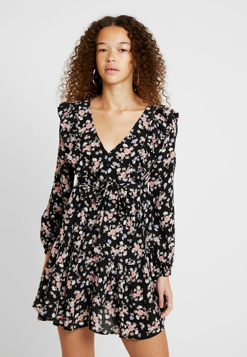 Miss Selfridge Petite - SMOCK PRAIRIE PRINTED DRESS - Robe d'été - black