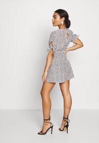 Miss Selfridge Petite - TIE SLEEVE DITSY TEA DRESS - Day dress - multi - 2