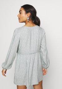 Miss Selfridge Petite - DITSY SAGE SMOCK DRESS - Day dress - sage - 2