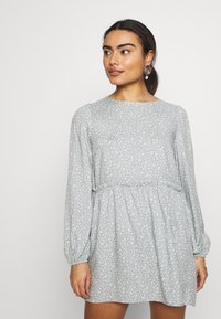 Miss Selfridge Petite - DITSY SAGE SMOCK DRESS - Day dress - sage - 0