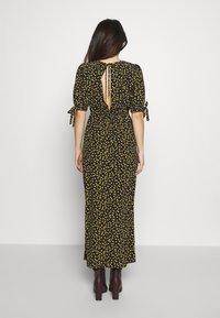 Miss Selfridge Petite - PRINT MIDAXIDRESS - Maxi šaty - black - 2