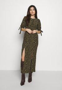 Miss Selfridge Petite - PRINT MIDAXIDRESS - Maxi šaty - black - 0