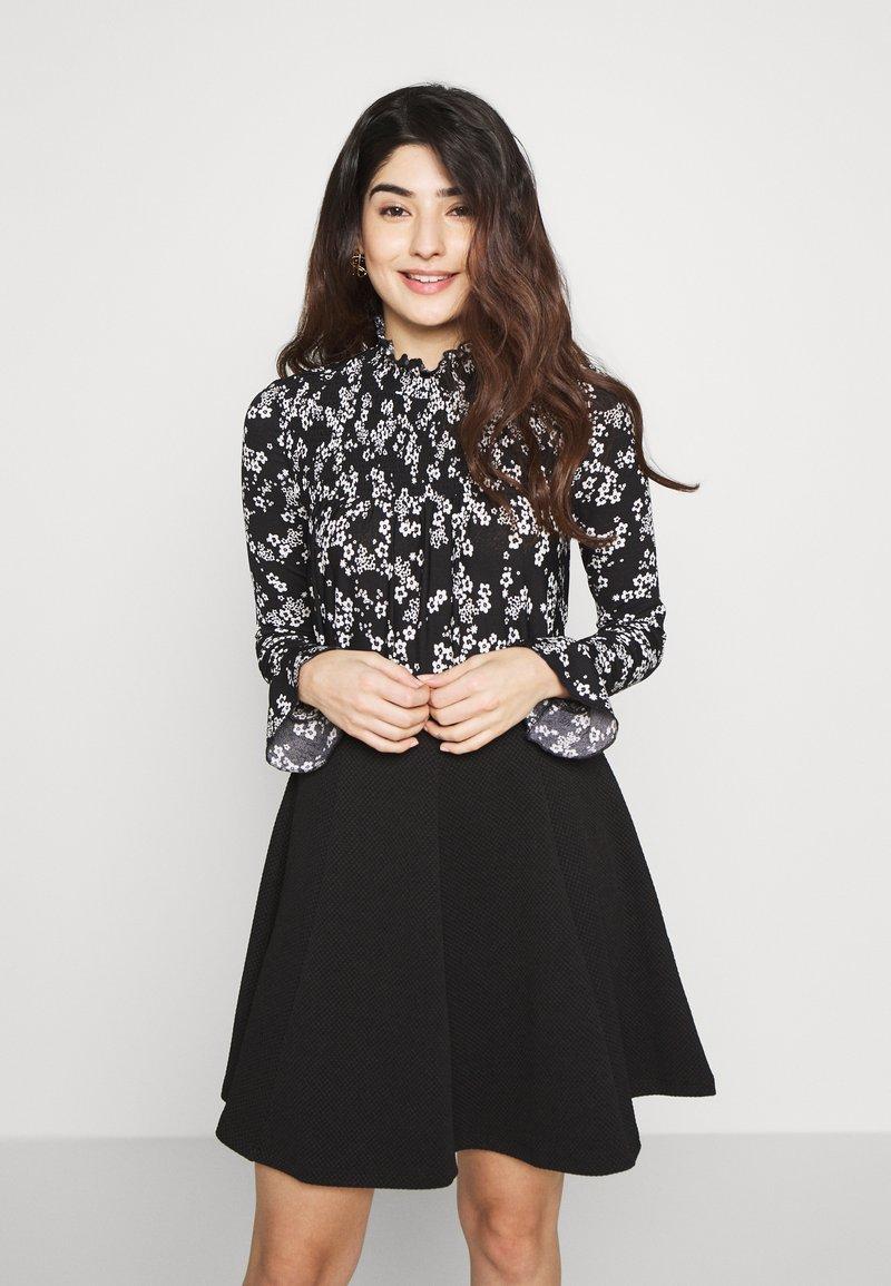 Miss Selfridge Petite - SHIRRED HIGH NECK - Long sleeved top - black