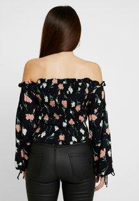 Miss Selfridge Petite - FRILL LSHIRRED BARDOT - Bluse - black - 2