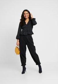 Miss Selfridge Petite - SPOT PEPLUM - Skjorte - black - 1