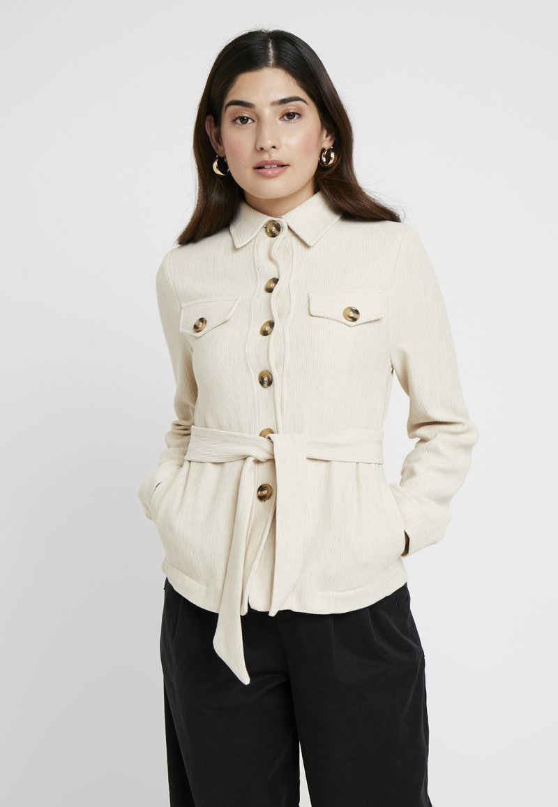 Miss Selfridge Petite - BELTED JACKET - Leichte Jacke - stone