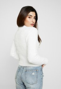 Miss Selfridge Petite - EYELASH - Sweter - white - 2