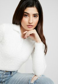Miss Selfridge Petite - EYELASH - Sweter - white - 3