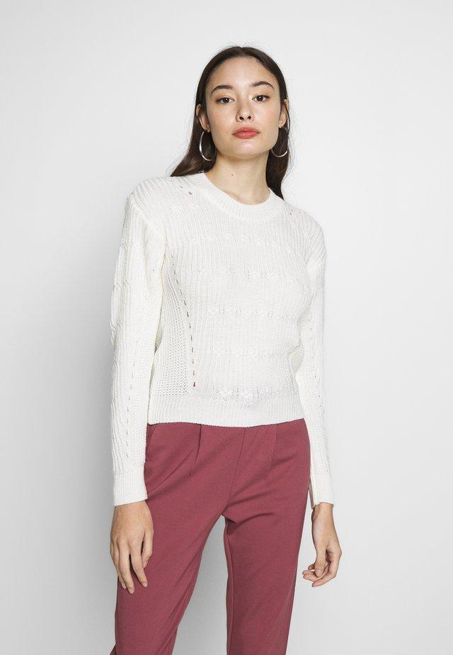 JUMPER - Stickad tröja - cream