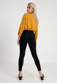 Miss Selfridge Petite - LIZZIE - Jeans Skinny Fit - black - 2