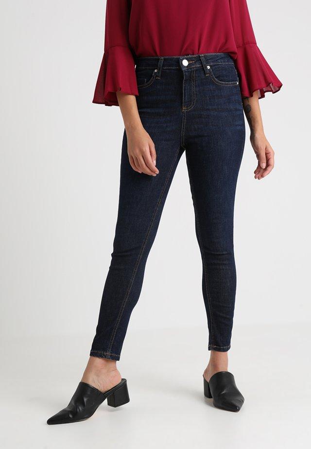LIZZIE CARAMAC - Jeans Skinny Fit - blue