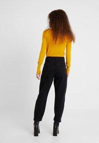 Miss Selfridge Petite - Jeans Relaxed Fit - black - 2