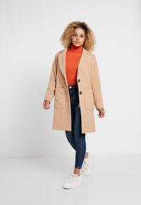 Miss Selfridge Petite - LIZZIE - Jeans Skinny Fit - dark blue denim - 1