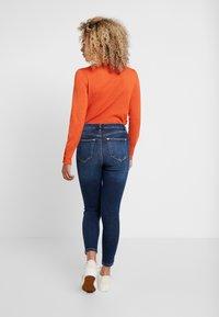 Miss Selfridge Petite - LIZZIE - Jeans Skinny Fit - dark blue denim - 2