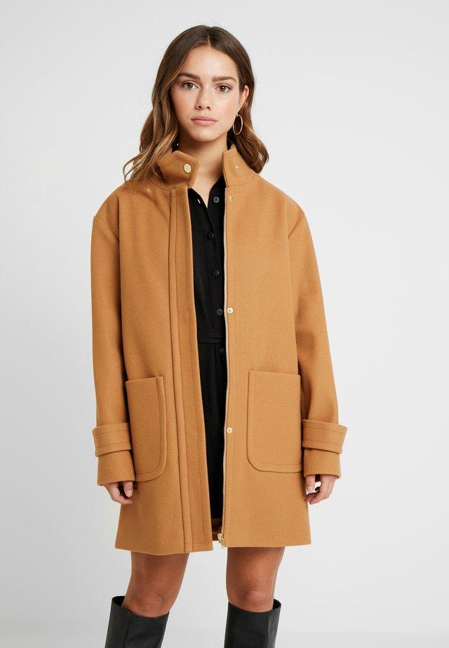 FUNNEL NECK COAT - Cappotto classico - camel