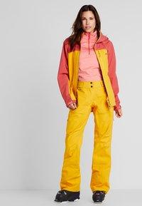 PYUA - RELEASE - Pantaloni da neve - pumpkin yellow - 1