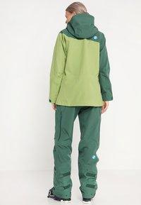 PYUA - SOURCE - Giacca da sci - pine green-pistachio green - 2