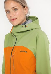 PYUA - GORGE - Giacca da sci - pistachio green/fox orange - 6