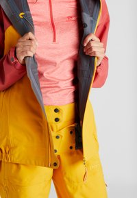 PYUA - GORGE - Skijakke - dark rose/pumpkin yellow - 5