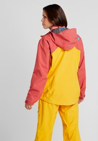 PYUA - GORGE - Skijakke - dark rose/pumpkin yellow - 2