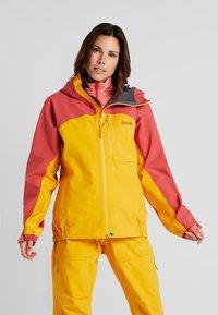 PYUA - GORGE - Skijakke - dark rose/pumpkin yellow - 0