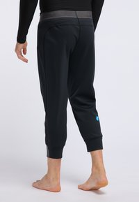 PYUA - Base layer - black - 2