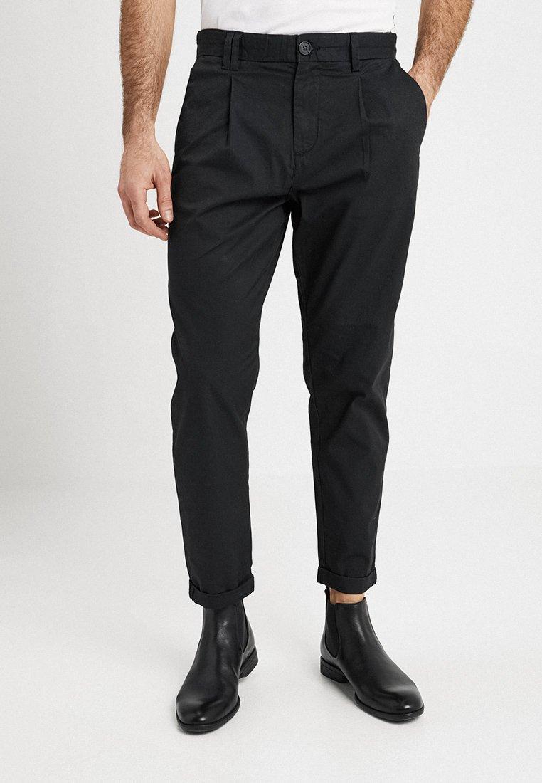 Produkt - PKTAKM PANTS - Stoffhose - black