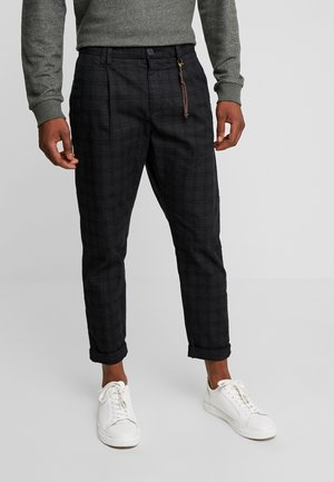 PKTAKM CHECKED PANTS - Chino kalhoty - dark grey