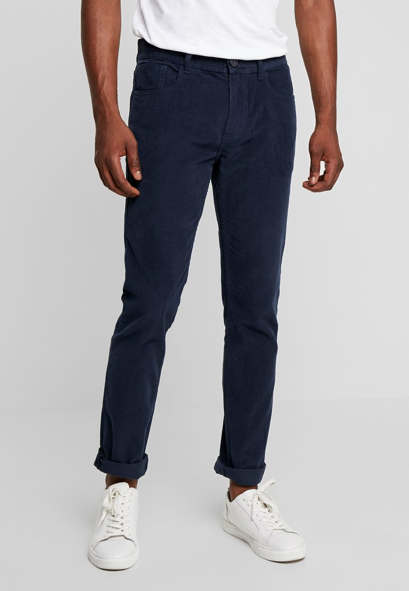 Produkt - PKTAKM PANTS - Trousers - dress blues