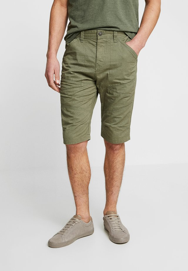 PKTAKM LONGNES - Shorts - dusty olive
