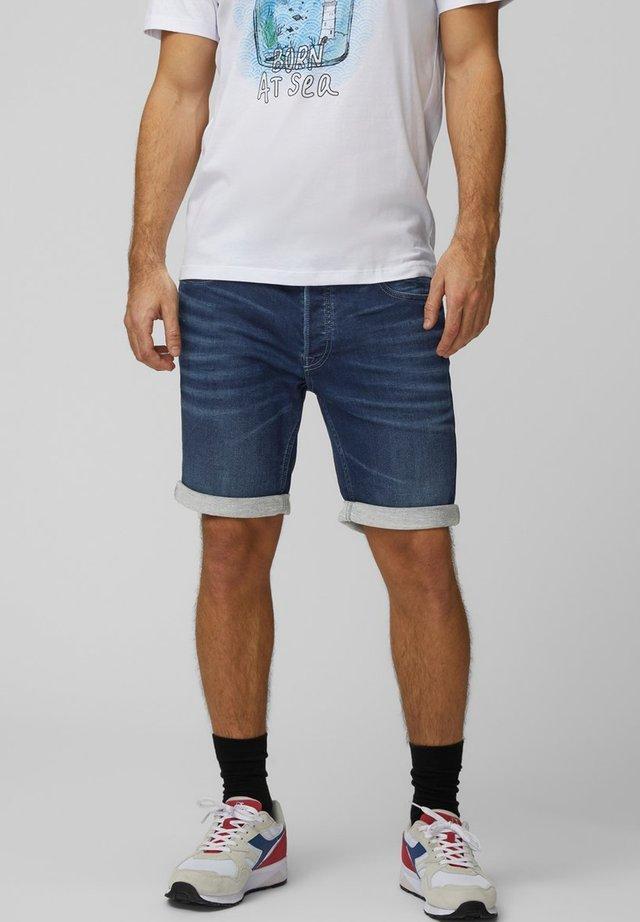 SHORTS REGULAR FIT - Shorts di jeans - medium blue denim