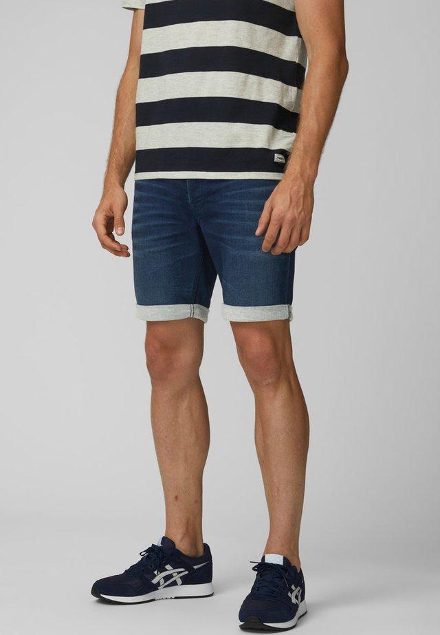 SHORTS REGULAR FIT - Denim shorts - dark blue denim