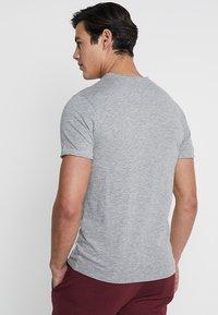 Produkt - PKTAUK TIGER GRANDAD TEE - T-shirt basic - light grey melange - 2