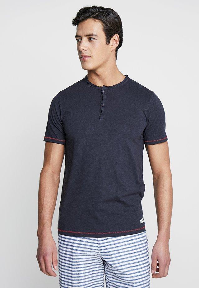 PKTAUK TIGER GRANDAD TEE - T-shirt - bas - dark navy