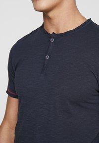 Produkt - PKTAUK TIGER GRANDAD TEE - T-shirt basic - dark navy - 5