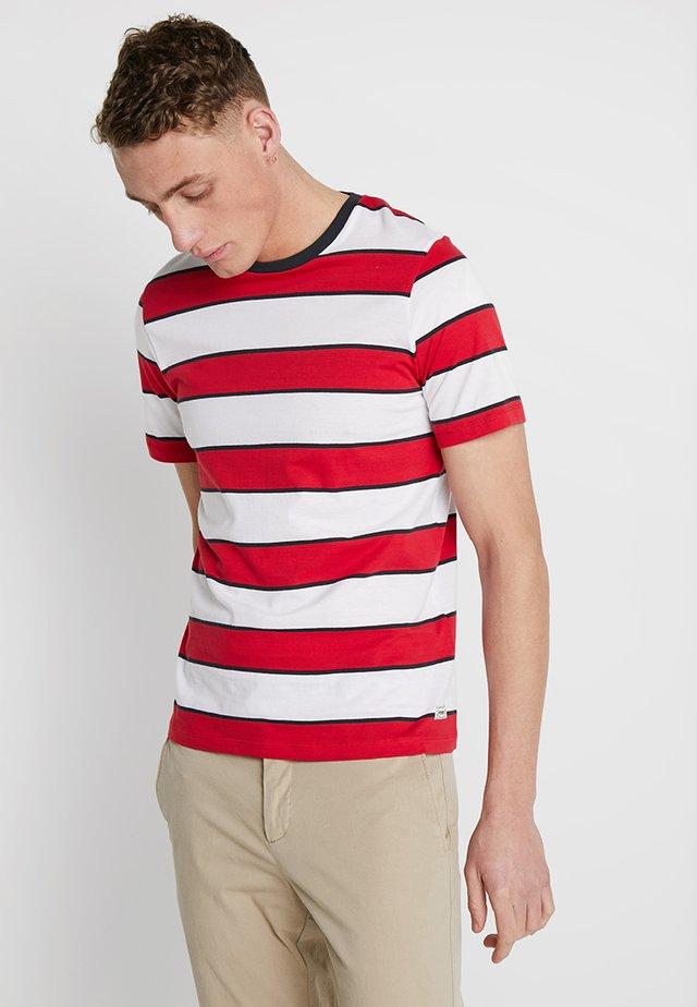 SAIL STRIPE TEE - T-shirt med print - true red