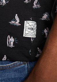 Produkt - PKTGMS DUDE TEE - T-shirt med print - black - 5