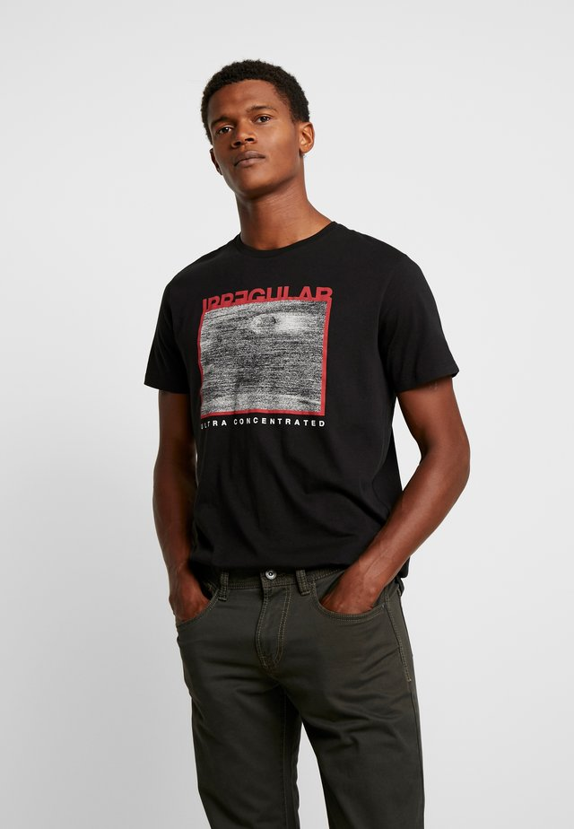 PKTAUK STONE TEE - T-shirts med print - black
