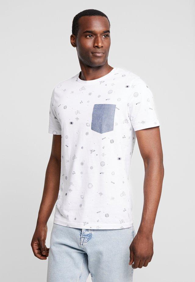 PKTGMS SPACE TEE  - T-shirt med print - white