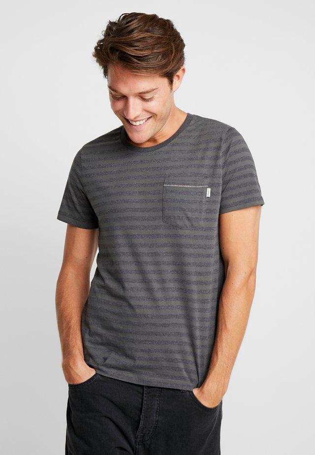SANS TEE  - T-shirts med print - Urban Chic