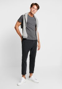 Produkt - SANS TEE  - Camiseta estampada - Urban Chic - 1