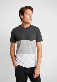 Produkt - PKTAUK ENDLESS TEE - T-shirt z nadrukiem - light grey melange - 0