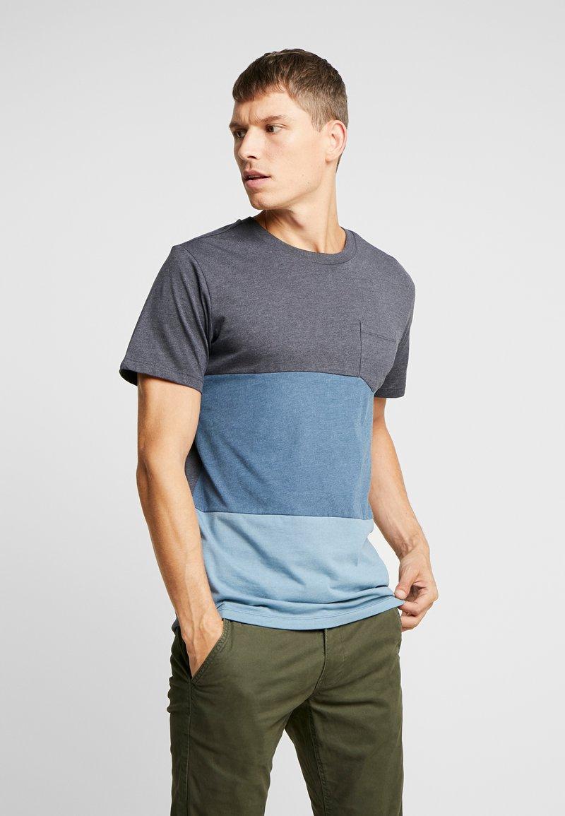Produkt - PKTAUK ENDLESS TEE - Camiseta estampada - blue wing teal melange