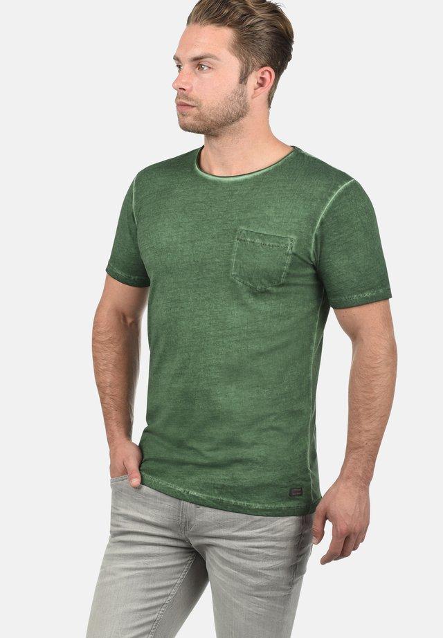 RUNDHALSSHIRT PANCHO - Basic T-shirt - mountain v