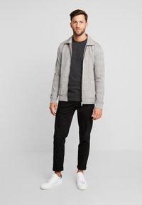 Produkt - PKTHNN  - Sweter - dark grey melange - 1