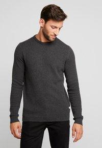 Produkt - PKTHNN  - Sweter - dark grey melange - 0