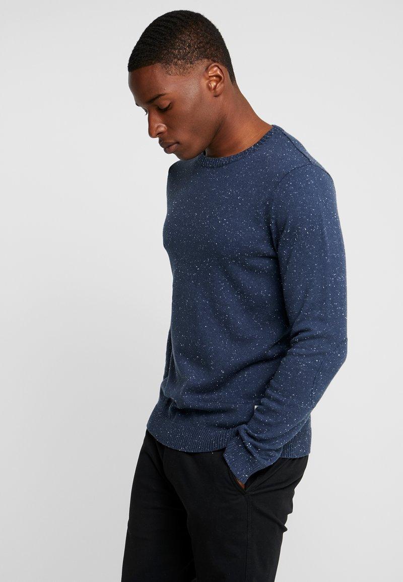 Produkt - PKTHNN LARS CREW NECK  - Jumper - dress blues
