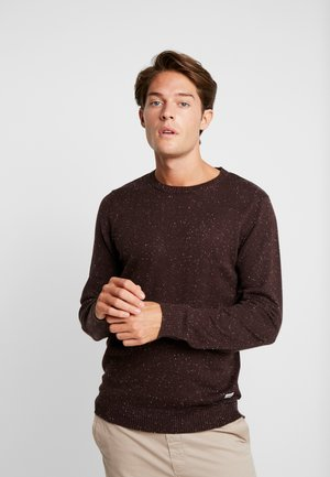 PKTHNN LARS CREW NECK  - Sweter - chocolate torte